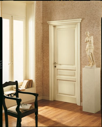 Двери межкомнатные классика фото в интерьере