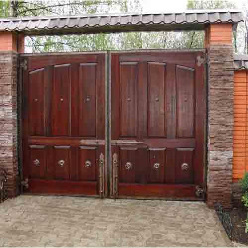 Распашные деревянные ворота видео